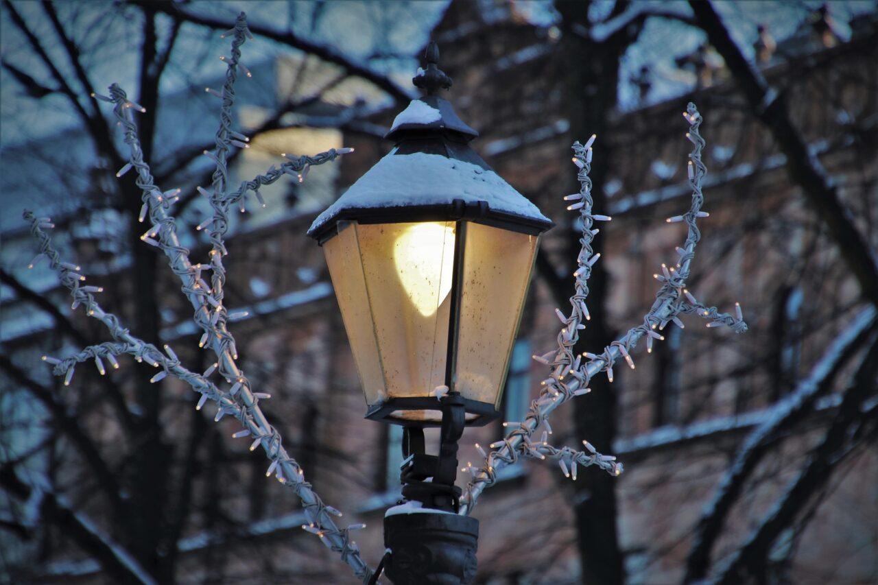 Old-fashjoned street lamp, Holiday season